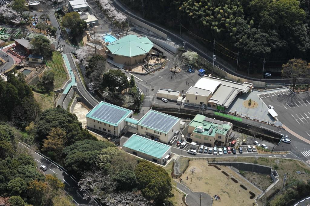 日本平動物園に設置された太陽光発電(写真:しずおか未来エネルギー)