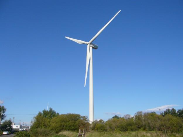 北海道石狩市の設置された市民風車「かなみちゃん」