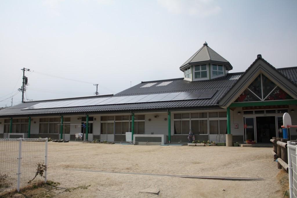 太陽光パネルを設置した飯田市の鼎みつば保育園