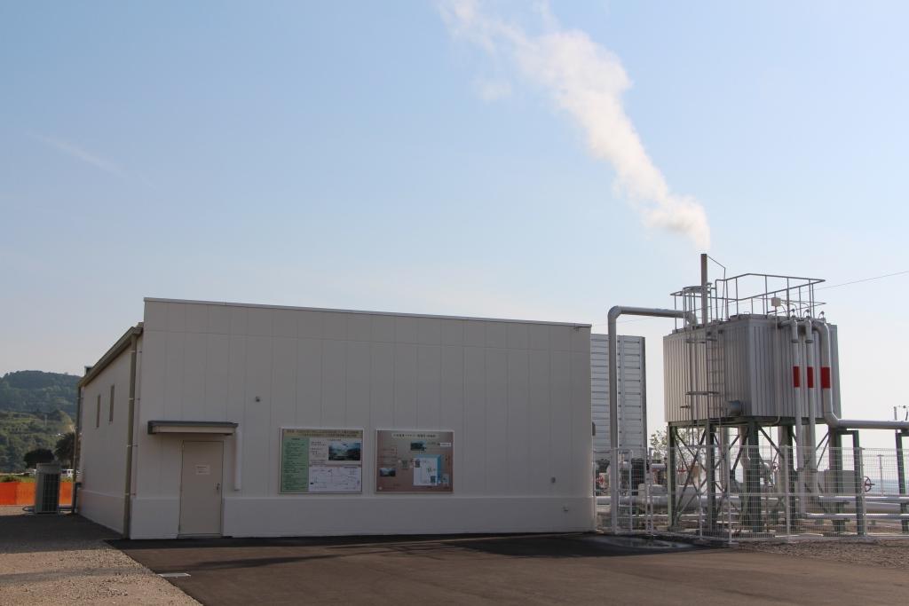 未利用温泉水を使ったバイナリー温泉発電所外観(写真:小浜温泉エネルギー)