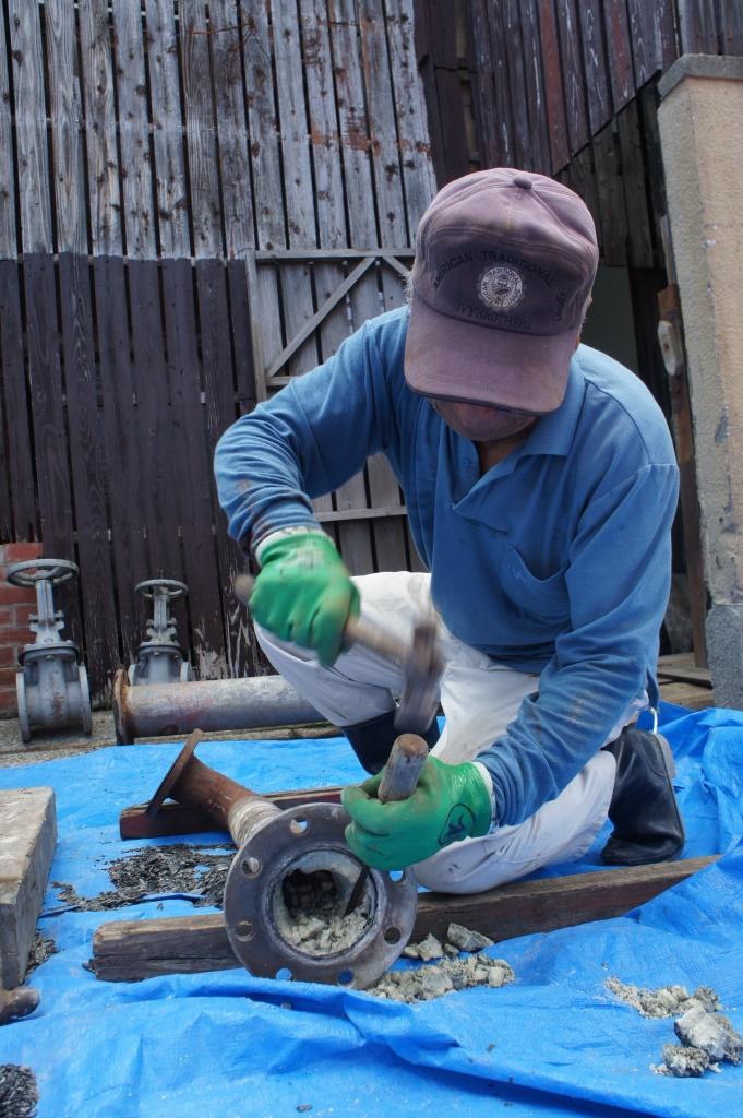 旅館でのスケール清掃(写真:小浜温泉エネルギー)