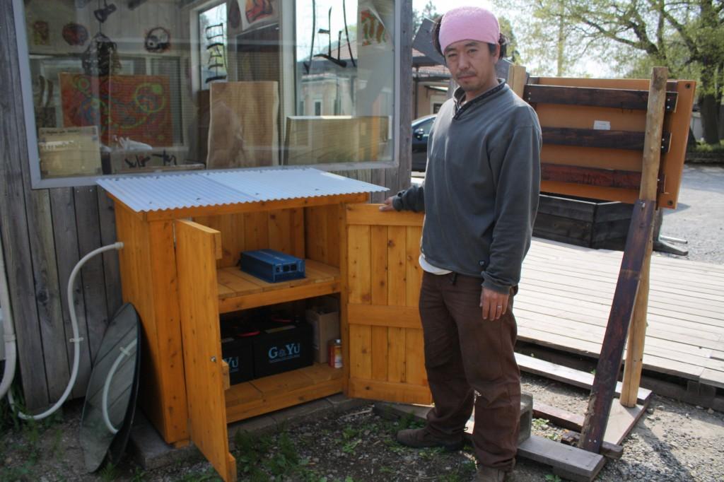 誰もが使える太陽光充電バッテリー(写真:高橋真樹)