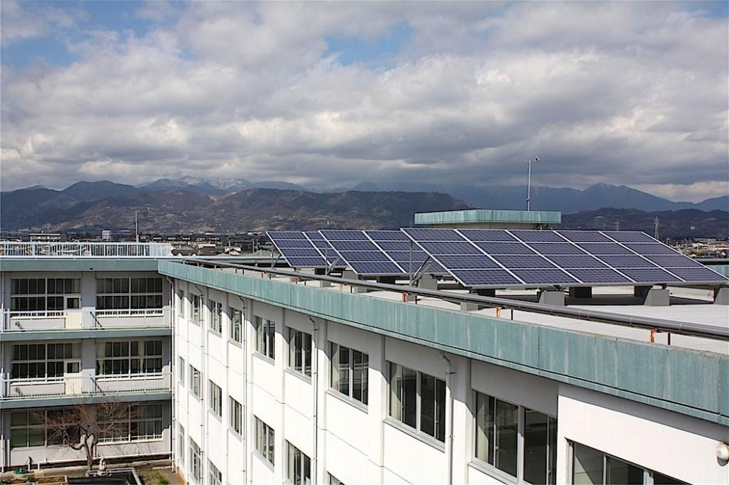 小田原市立富水小学校に設置された太陽光発電