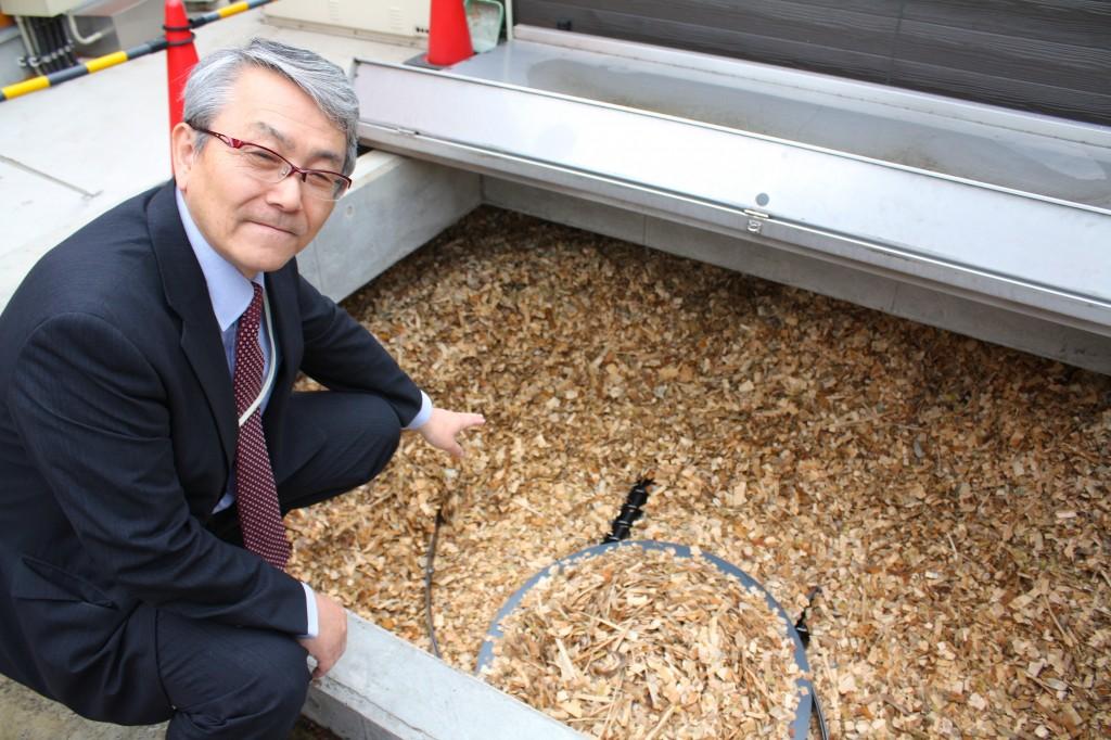 さくら診療所に設置されたバイオマスチップ供給設備(写真:高橋真樹)